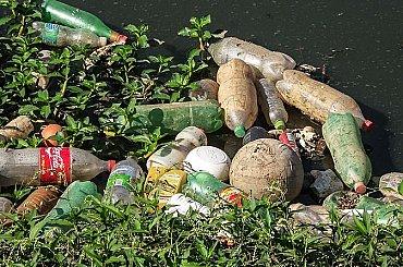 Desítky pytlů odpadků a až čtyřikrát víc dobrovolníků. Lidé se při omezení pohybu dali do úklidu obcí