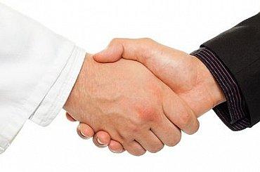 Miliardový spor ČEZ versus Škoda JS by mohla vyřešit mimosoudní dohoda. Ve hře je podíl v ÚJV