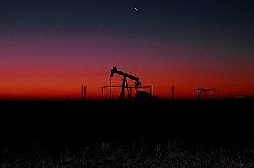 Ropa přidává přes tři procenta i přes nárůst amerických zásob