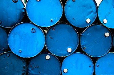 Ropa dál zdražuje, těžba se v USA po mrazech obnovuje pomalu