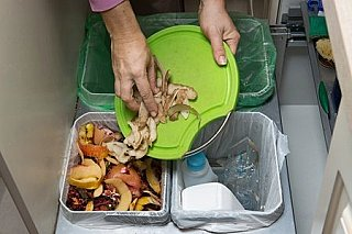 Ročně skončí na skládce téměř miliarda tun jídla. Plýtvají i rozvojové země