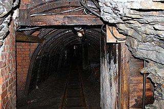 Všechny ukončené dobývací prostory v dolech ČSA a Darkov jsou uzavřeny hrázemi